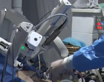 Gracias al 5G en hospitales chinos operan a distancia